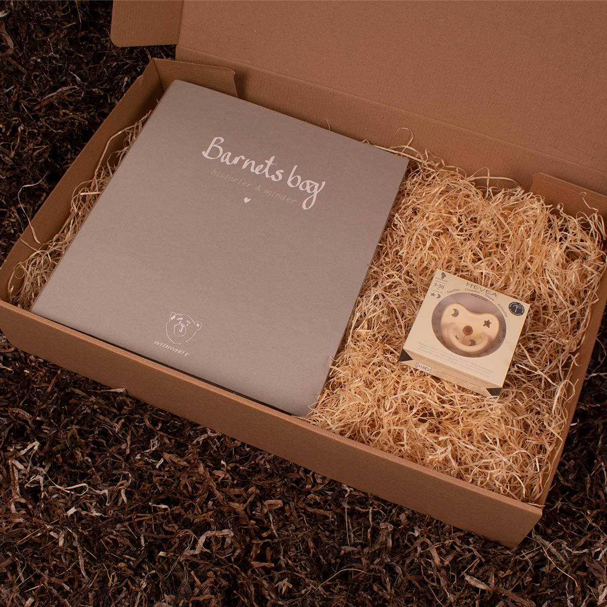 Barnets bog og naturgummi sut - Barsel- og dåbsgave | Eksklusiv gavesæt til baby og gravid mor