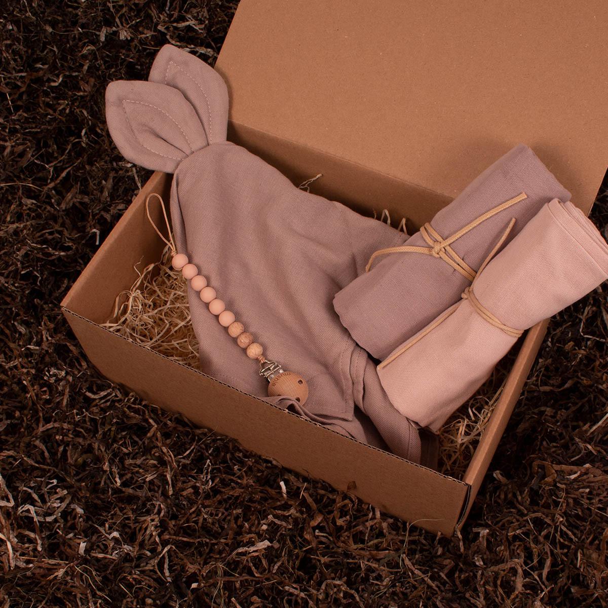 Nusseklud, stofbleer og suttesnor fra Mushie - Barsel- og dåbsgave | Eksklusiv gavesæt til baby og gravid mor