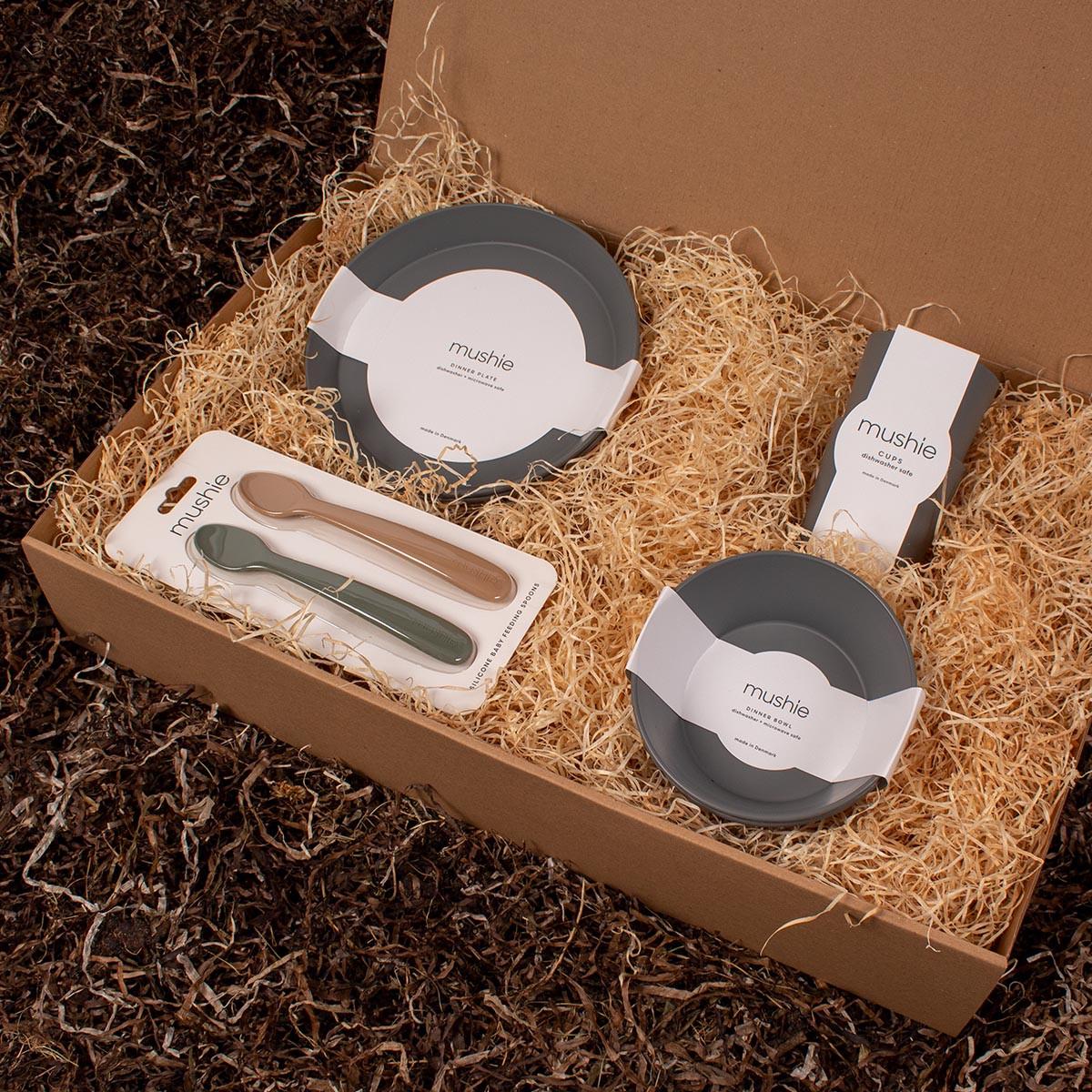 Barsel- og dåbsgave - Gavesæt sovetid   Tallerkner, skåle, silikone skeer og kopper