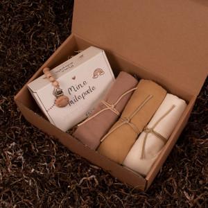 Milepælskort, 3 stofbleer og en suttesnor - Barsel- og dåbsgave | Eksklusiv gavesæt til baby og gravid mor